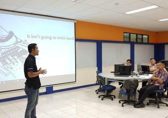 Advanced Training – Electronics Fundamental #1 di Axioo Training Center – Universitas Kristen Maranatha.